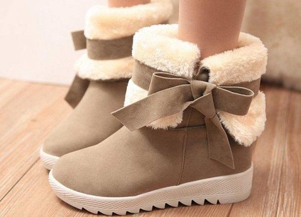 e718c5e0e Угги вошли в моду несколько лет назад. Они быстро стали самым популярным  видом зимней обуви. Этот вариант имеет простой дизайн и максимальное  удобство.